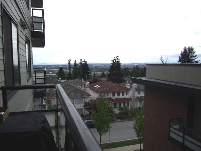 Photo 13: Photos: 307 7777 ROYAL OAK AVENUE in Burnaby: South Slope Condo for sale (Burnaby South)  : MLS®# R2062164