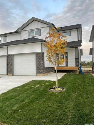 Photo 1: 165 Echo Lane in Martensville: Residential for sale : MLS®# SK870283