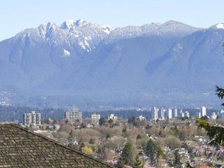 Photo 2: 2886 W 28TH Avenue in Vancouver: MacKenzie Heights House for sale (Vancouver West)  : MLS®# R2353444