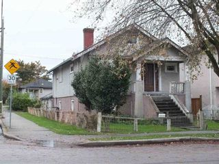 """Photo 1: 2311 ADANAC Street in Vancouver: Hastings House for sale in """"TEMPLETON - GRANDVIEW WOODLAN"""" (Vancouver East)  : MLS®# R2144443"""