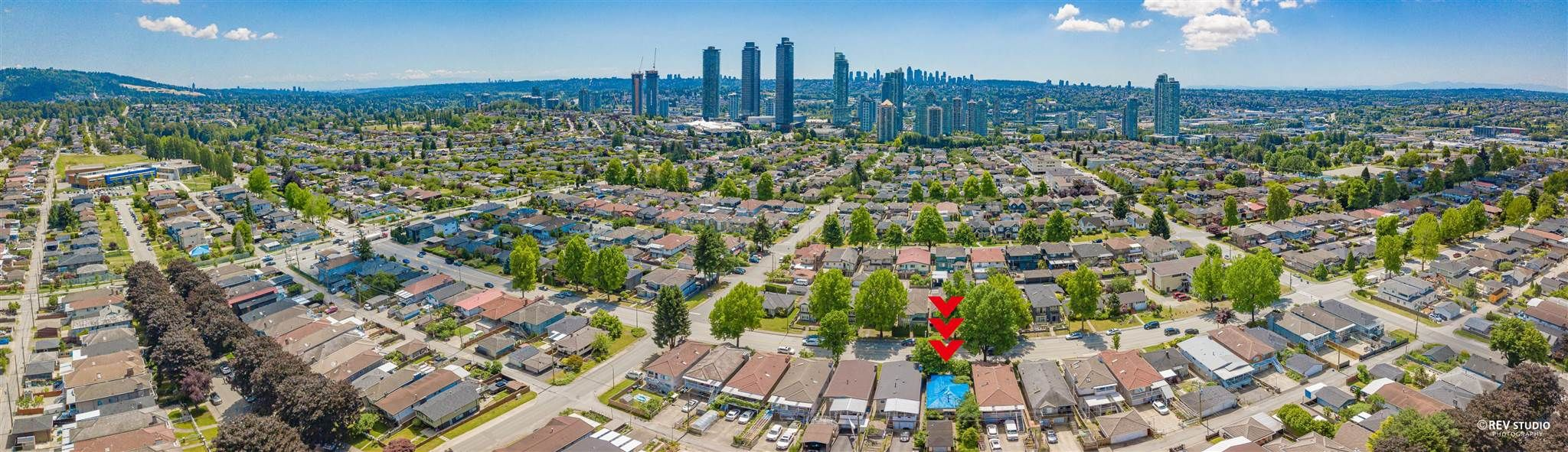 Main Photo: 4359 PARKER Street in Burnaby: Willingdon Heights House for sale (Burnaby North)  : MLS®# R2596231