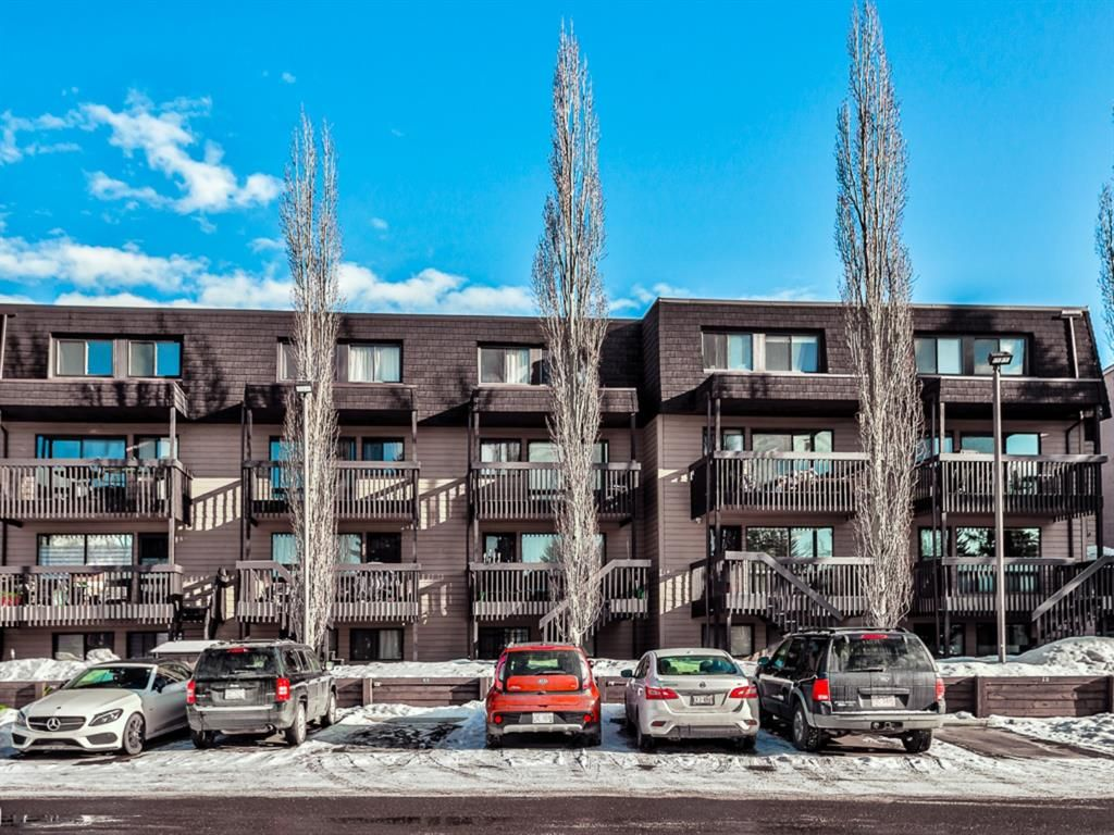 Main Photo: 50 3519 49 Street NW in Calgary: Varsity Apartment for sale : MLS®# A1082738