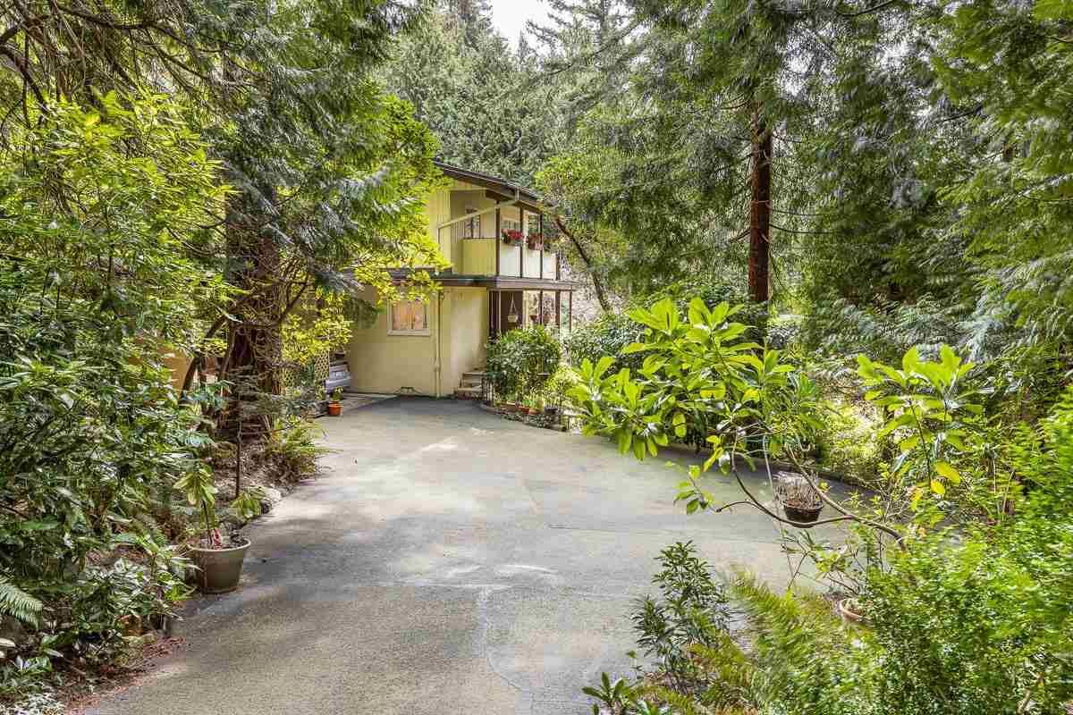 """Main Photo: 6174 EASTMONT Drive in West Vancouver: Gleneagles House for sale in """"GLENEAGLES"""" : MLS®# R2581636"""