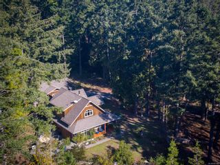 Photo 3: 9912 Spalding Rd in : GI Pender Island House for sale (Gulf Islands)  : MLS®# 887396