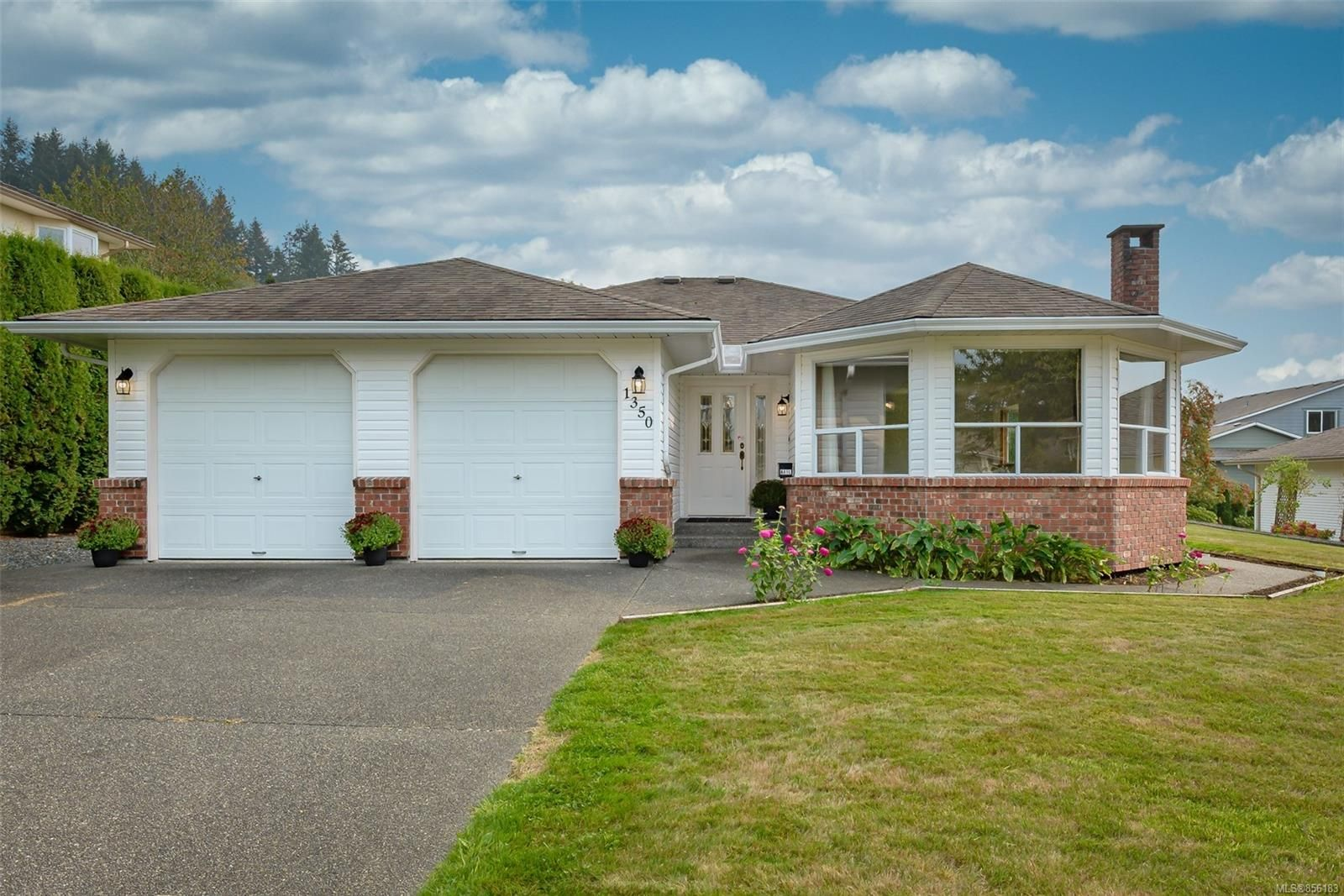 Main Photo: 1350 Pheasant Pl in : CV Courtenay East House for sale (Comox Valley)  : MLS®# 856183