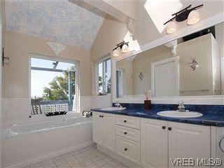 Photo 14: 2592 Empire St in VICTORIA: Vi Oaklands Half Duplex for sale (Victoria)  : MLS®# 571464