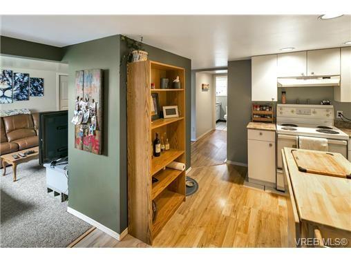 Photo 17: Photos: 3055 Carroll St in VICTORIA: Vi Burnside House for sale (Victoria)  : MLS®# 728046