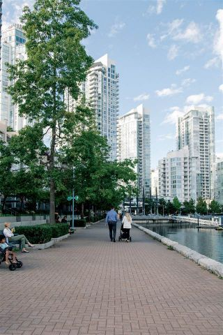 """Photo 11: 2801 889 PACIFIC Street in Vancouver: Downtown VW Condo for sale in """"THE PACIFIC BY GROSVENOR"""" (Vancouver West)  : MLS®# R2555349"""