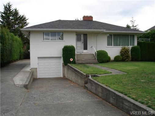 Main Photo: 2230 Edgelow St in VICTORIA: SE Arbutus House for sale (Saanich East)  : MLS®# 683251