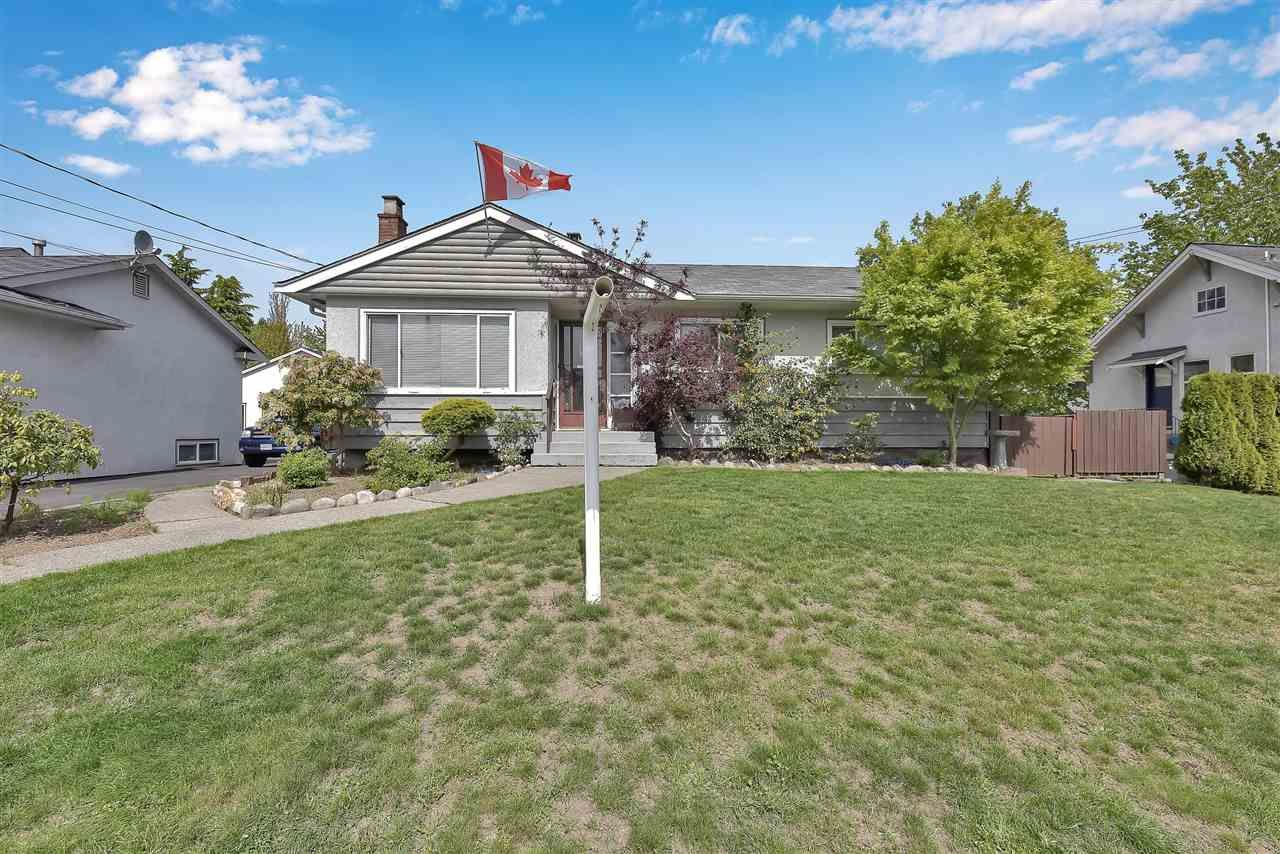 Main Photo: 835 TENTH Street in New Westminster: Moody Park House for sale : MLS®# R2579136