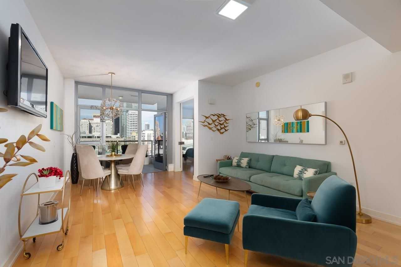 Main Photo: DOWNTOWN Condo for sale : 1 bedrooms : 575 6Th Ave #911 in San Diego