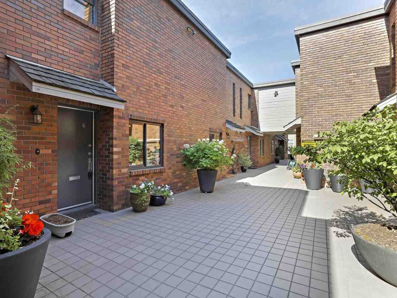 """Main Photo: 6 960 W 13TH Avenue in Vancouver: Fairview VW Townhouse for sale in """"BRICKHOUSE"""" (Vancouver West)  : MLS®# R2381516"""