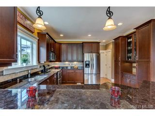 Photo 9: 3996 South Valley Dr in VICTORIA: SW Strawberry Vale House for sale (Saanich West)  : MLS®# 703006