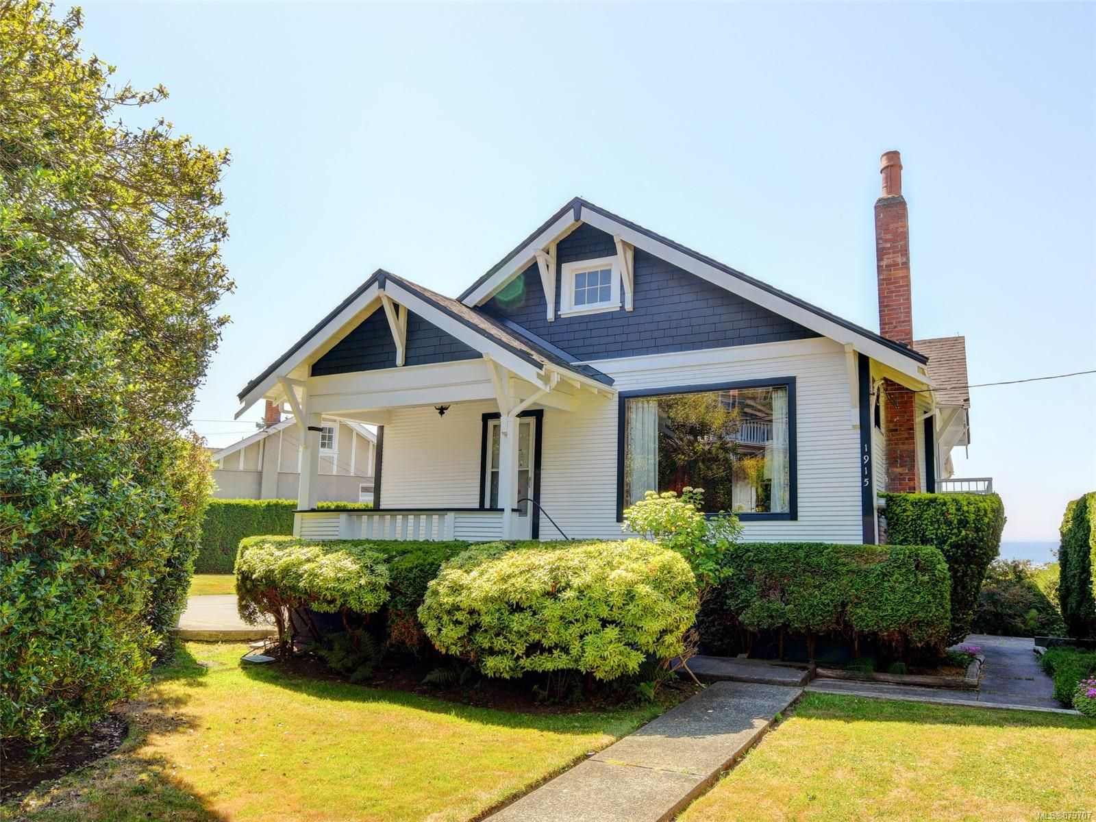 Main Photo: 1915 Crescent Rd in : OB Gonzales House for sale (Oak Bay)  : MLS®# 879707