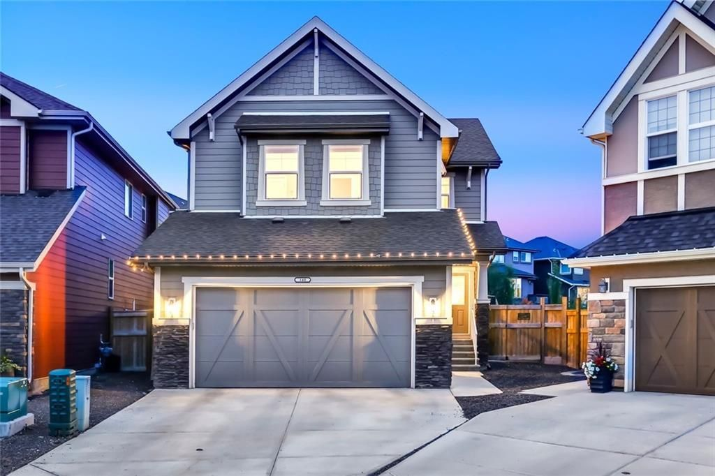 Main Photo: 140 VALLEY POINTE Place NW in Calgary: Valley Ridge Detached for sale : MLS®# C4271649