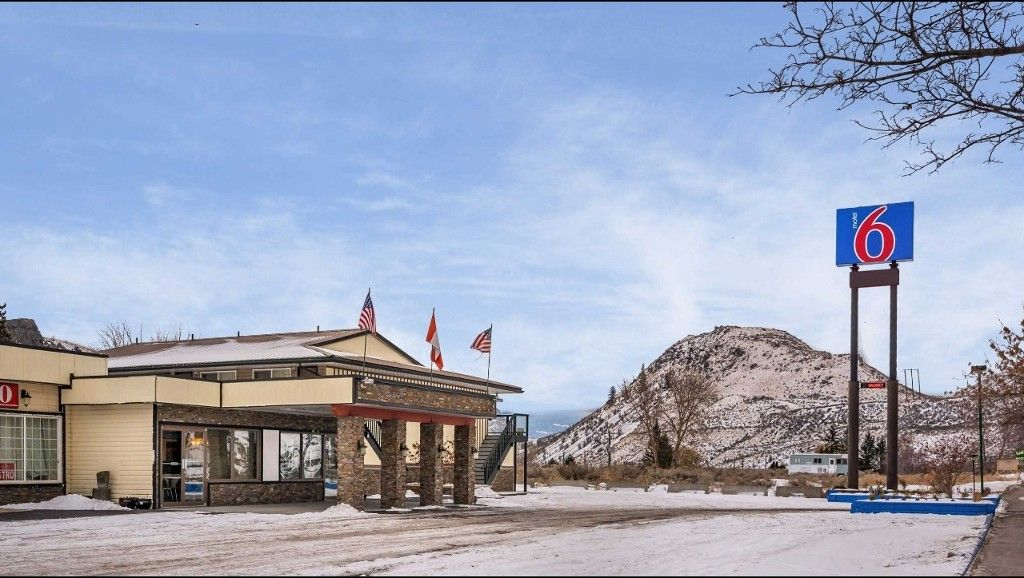 Main Photo: Hotel/Motel with property in Cache Creek, BC in Cache Creek: Business with Property for sale