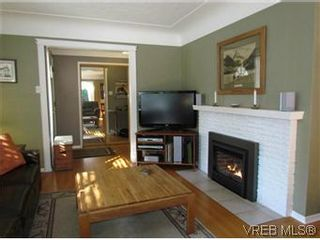 Photo 2: 2205 Victor Street in VICTORIA: Vi Fernwood Residential for sale (Victoria)  : MLS®# 300654