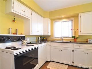Photo 9: 3156 Mars St in VICTORIA: Vi Mayfair House for sale (Victoria)  : MLS®# 650877