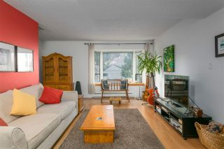 Photo 3: 163 W 20TH Street in North Vancouver: Central Lonsdale Townhouse for sale : MLS®# R2485708