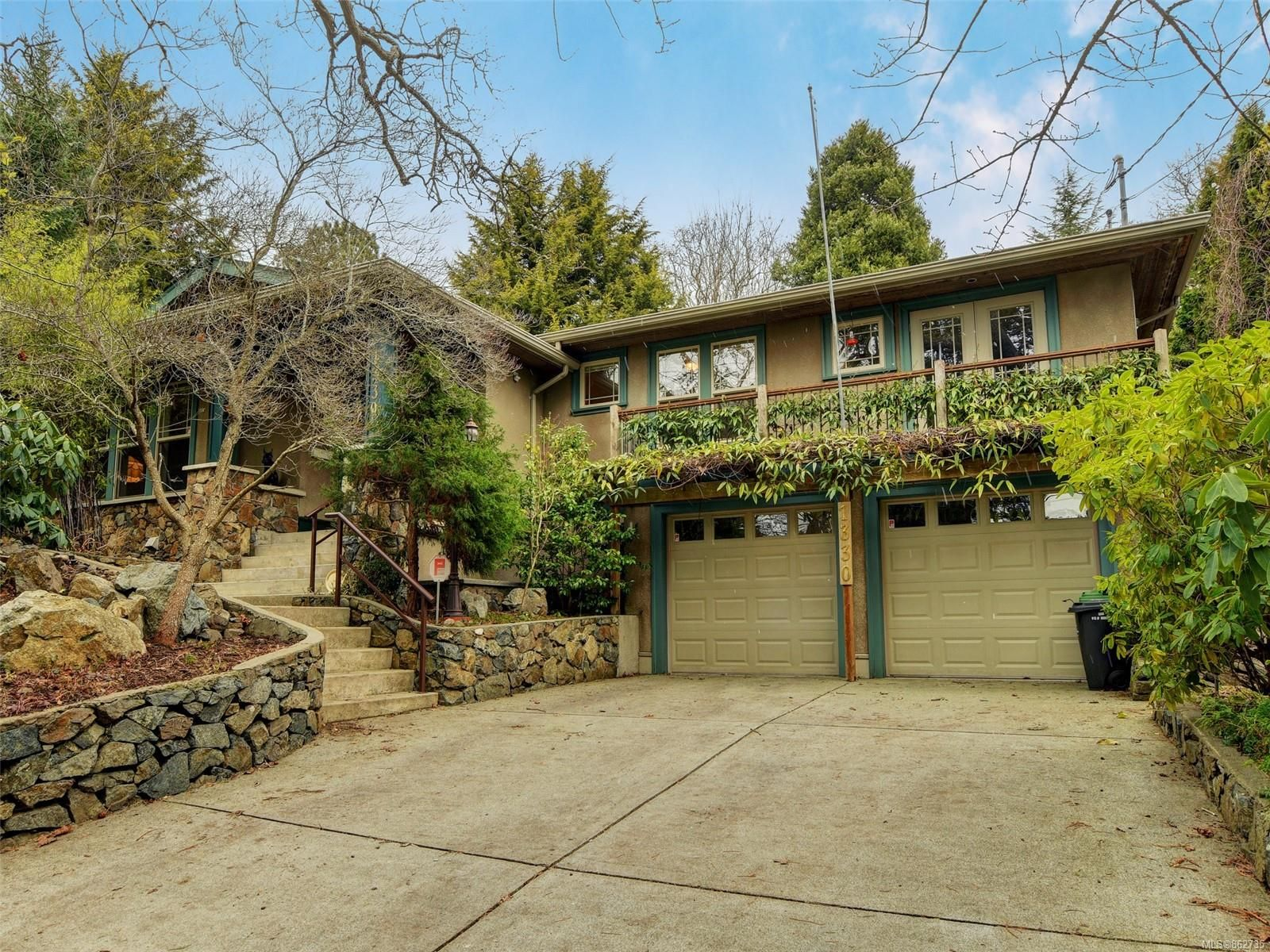 Main Photo: 1330 ROCKLAND Ave in : Vi Rockland House for sale (Victoria)  : MLS®# 862735