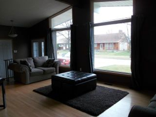 Photo 3: 199 Greenwood Avenue in WINNIPEG: St Vital Residential for sale (South East Winnipeg)  : MLS®# 1222163