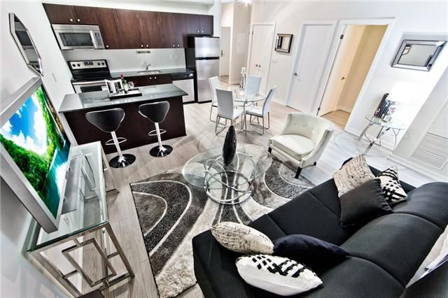 Main Photo: 206 5101 W Dundas Street in Toronto: Islington-City Centre West Condo for sale (Toronto W08)  : MLS®# W3939785
