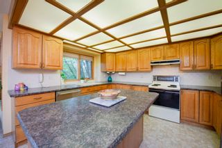 Photo 8: 88 Strathdale Close SW in Calgary: Strathcona Park Detached for sale : MLS®# A1116275