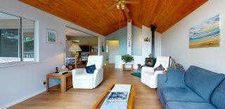 "Photo 3: 5549 SANS SOUCI Road in Halfmoon Bay: Halfmn Bay Secret Cv Redroofs House for sale in ""Secret Cove"" (Sunshine Coast)  : MLS®# R2584083"