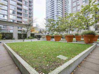 """Photo 14: 1606 989 RICHARDS Street in Vancouver: Downtown VW Condo for sale in """"MONDRIAN I"""" (Vancouver West)  : MLS®# R2122201"""