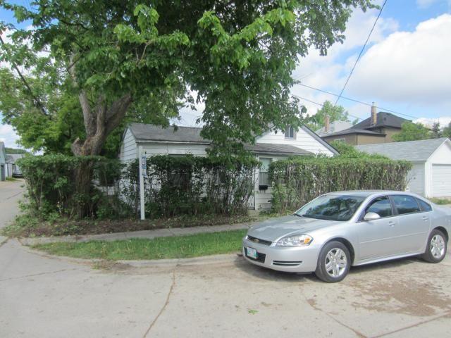 Main Photo: 4 Jones Street in WINNIPEG: West Kildonan / Garden City Residential for sale (North West Winnipeg)  : MLS®# 1210496
