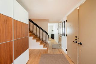 Photo 3: 128 Midridge Close SE in Calgary: Midnapore Detached for sale : MLS®# A1106409
