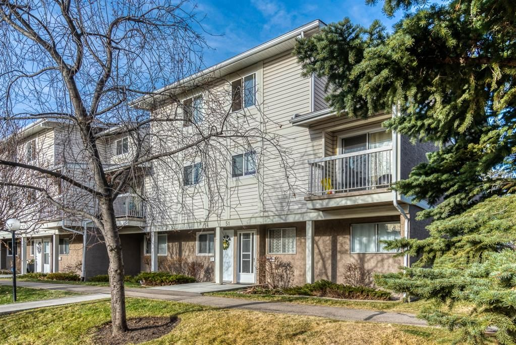Main Photo: 51 3015 51 Street SW in Calgary: Glenbrook Row/Townhouse for sale : MLS®# A1054474