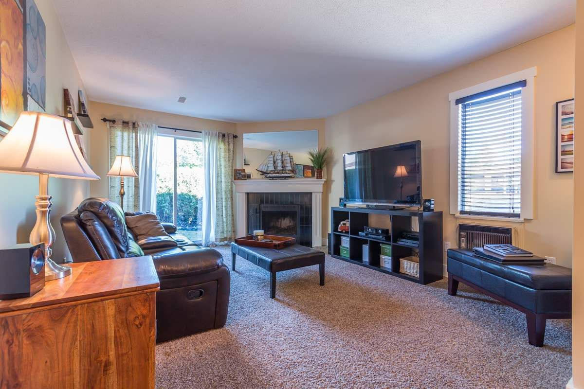 """Main Photo: 313 34909 OLD YALE Road in Abbotsford: Abbotsford East Condo for sale in """"The Gardens"""" : MLS®# R2100422"""