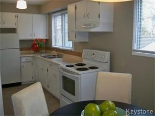 Photo 2: 96 Brownell Bay in Winnipeg: Charleswood Single Family Attached for sale (West Winnipeg)  : MLS®# 1121334