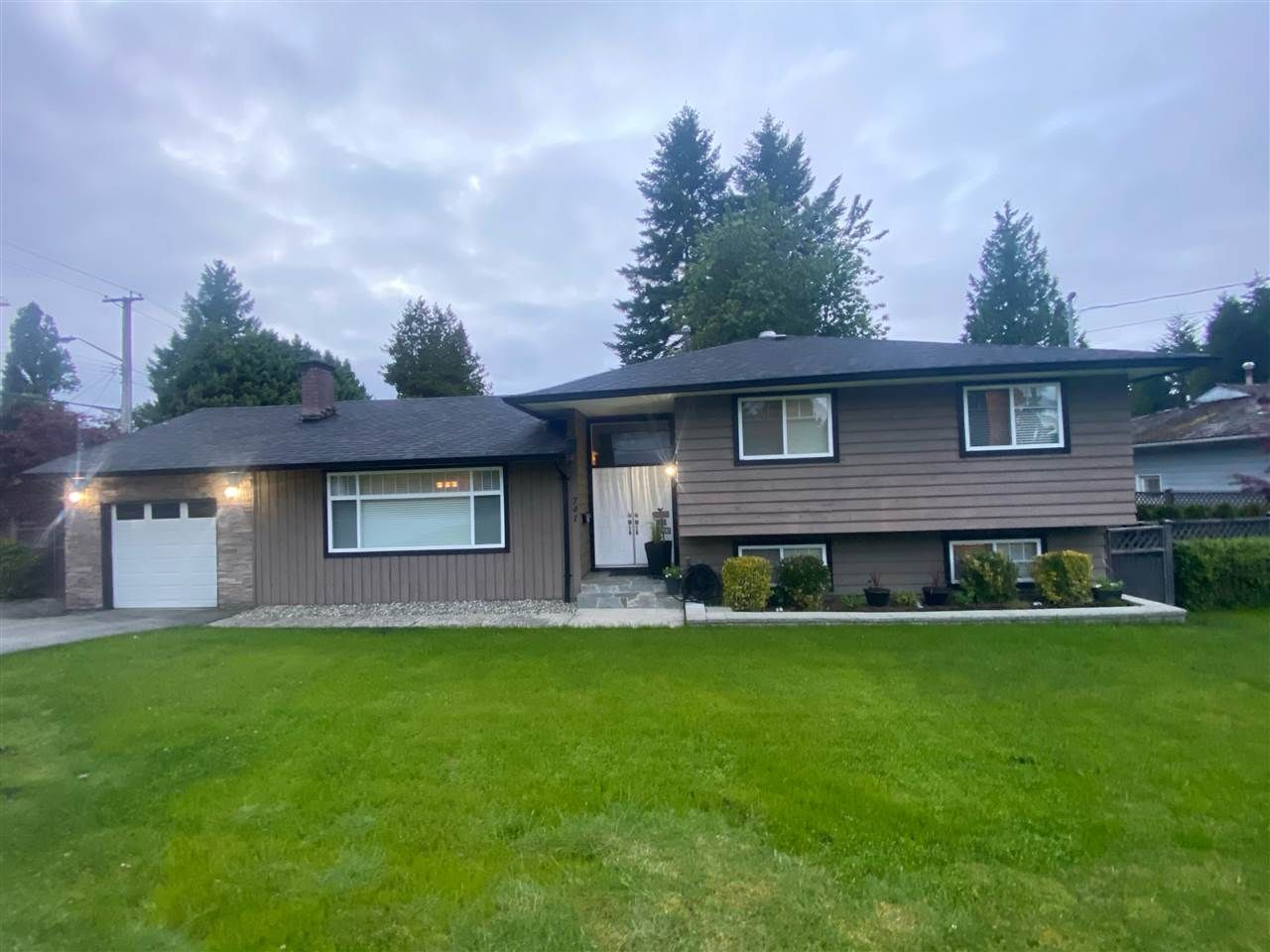 Main Photo: 741 EGMONT Avenue in Coquitlam: Coquitlam West House for sale : MLS®# R2533995