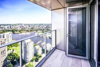 "Photo 10: 5203 1480 HOWE Street in Vancouver: Yaletown Condo for sale in ""VANCOUVER HOUSE"" (Vancouver West)  : MLS®# R2528347"