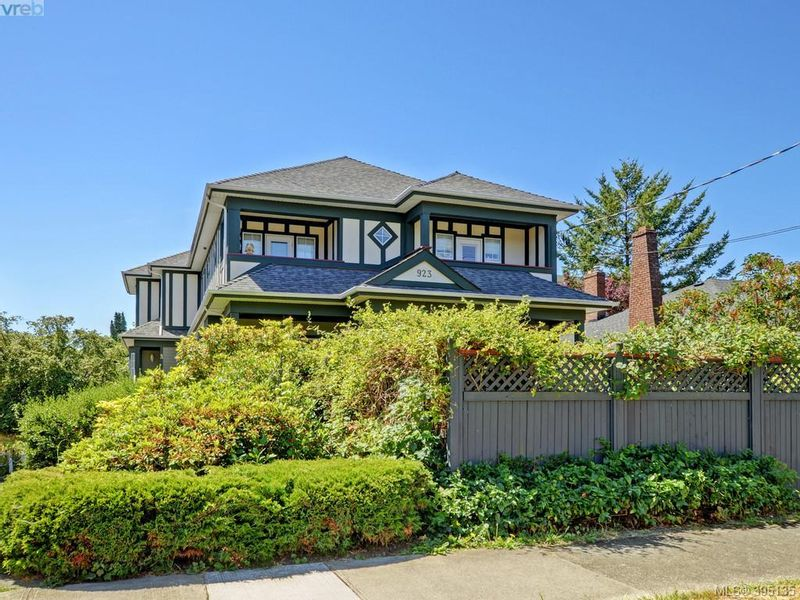 FEATURED LISTING: 2 - 923 McClure St VICTORIA
