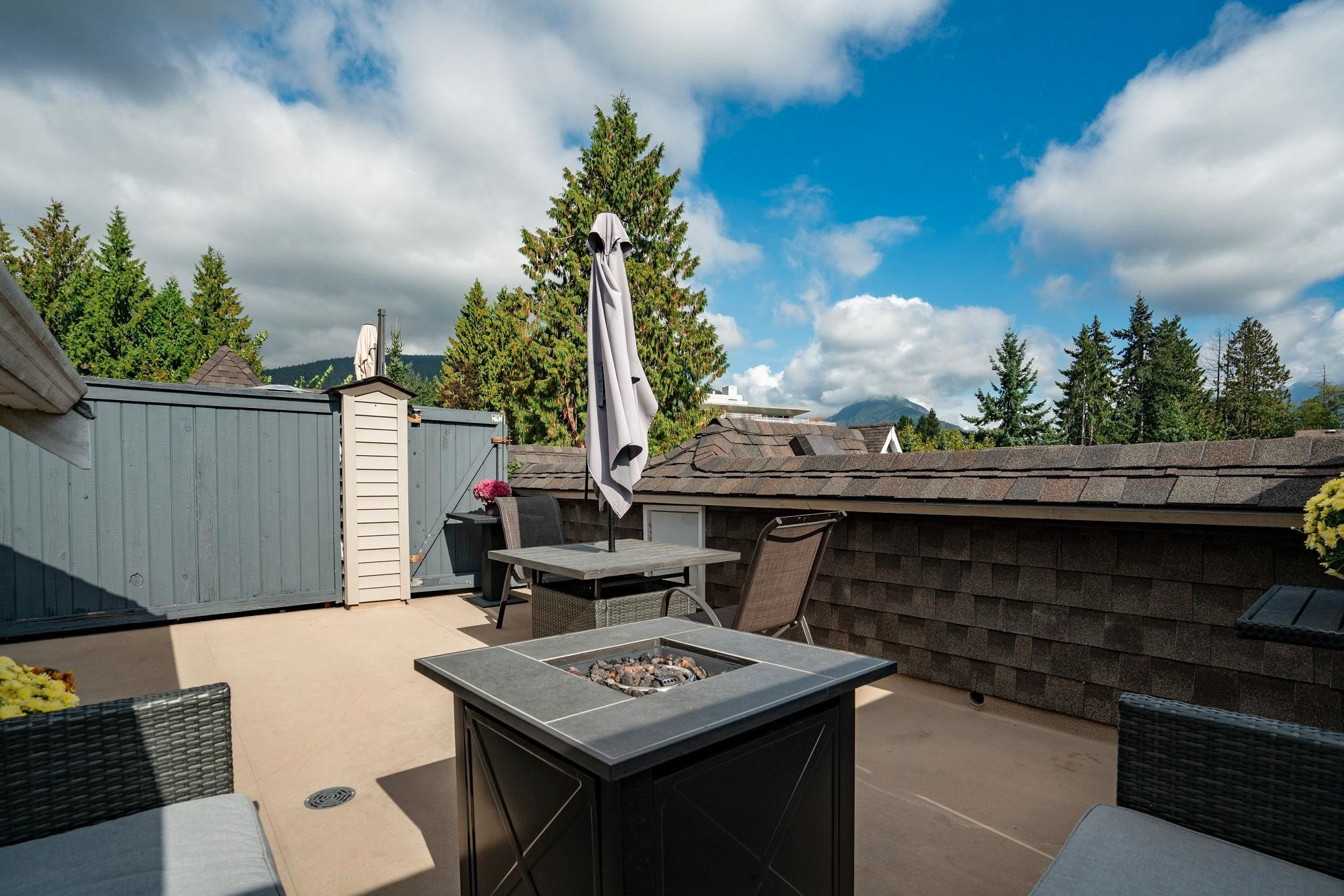 """Main Photo: 9 1027 LYNN VALLEY Road in North Vancouver: Lynn Valley Townhouse for sale in """"RIVER ROCK"""" : MLS®# R2621283"""