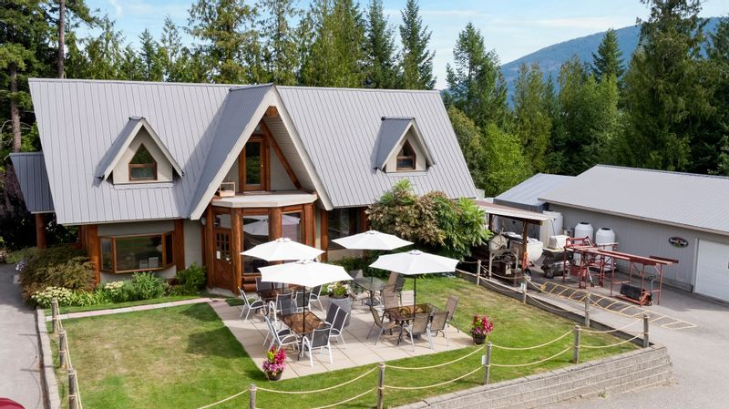 FEATURED LISTING: 2640 Skimikin Road Tappen