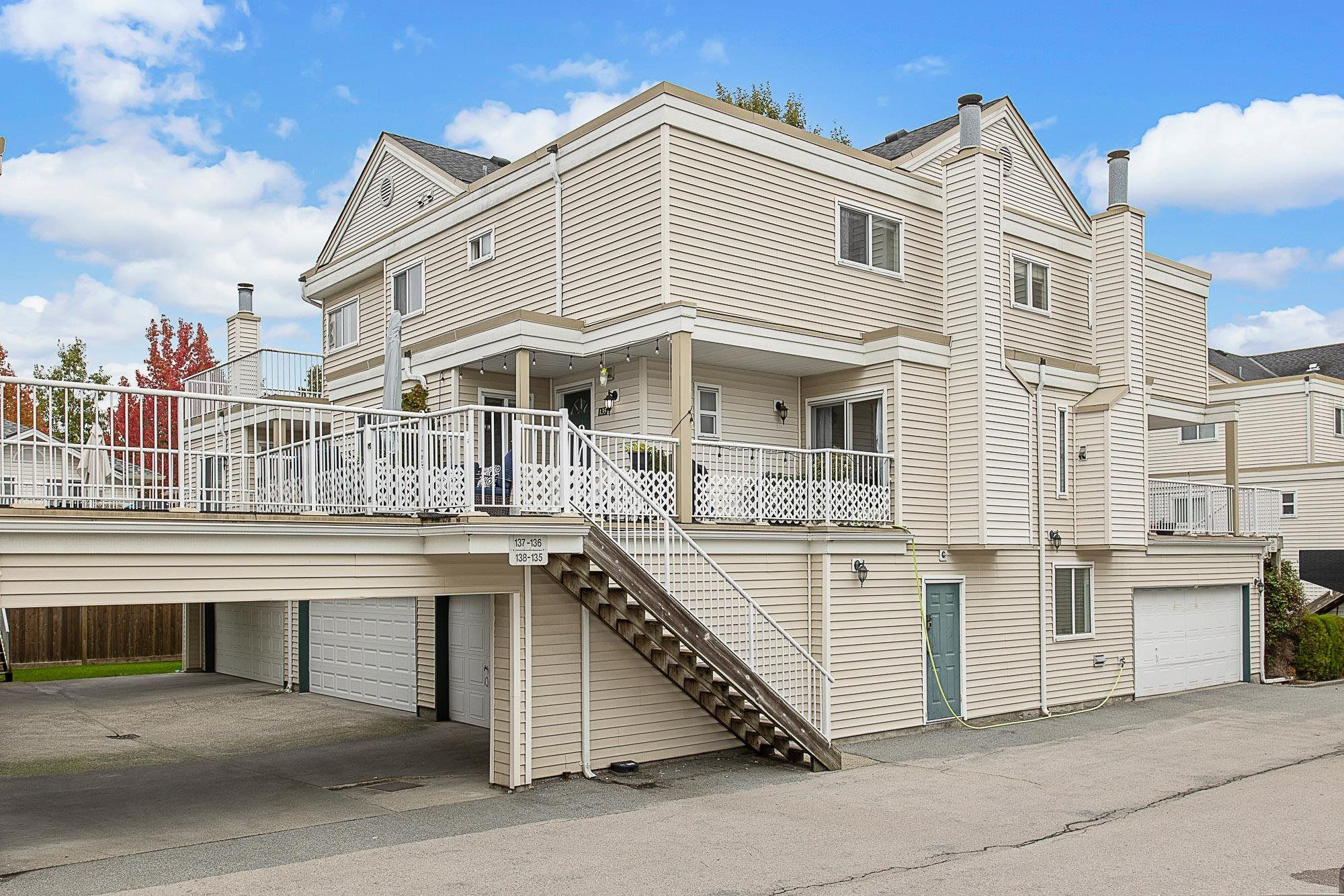 """Main Photo: 135 10091 156 Street in Surrey: Guildford Townhouse for sale in """"Guildford Park Estates"""" (North Surrey)  : MLS®# R2624238"""