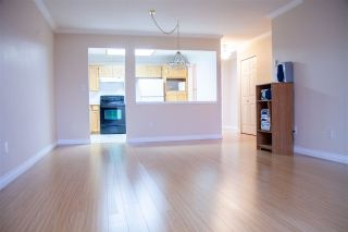 """Photo 11: 301 5375 205 Street in Langley: Langley City Condo for sale in """"GLENMONT PARK"""" : MLS®# R2426917"""