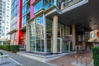 """Photo 3: 315 38 W 1ST Avenue in Vancouver: False Creek Condo for sale in """"The One"""" (Vancouver West)  : MLS®# R2597400"""