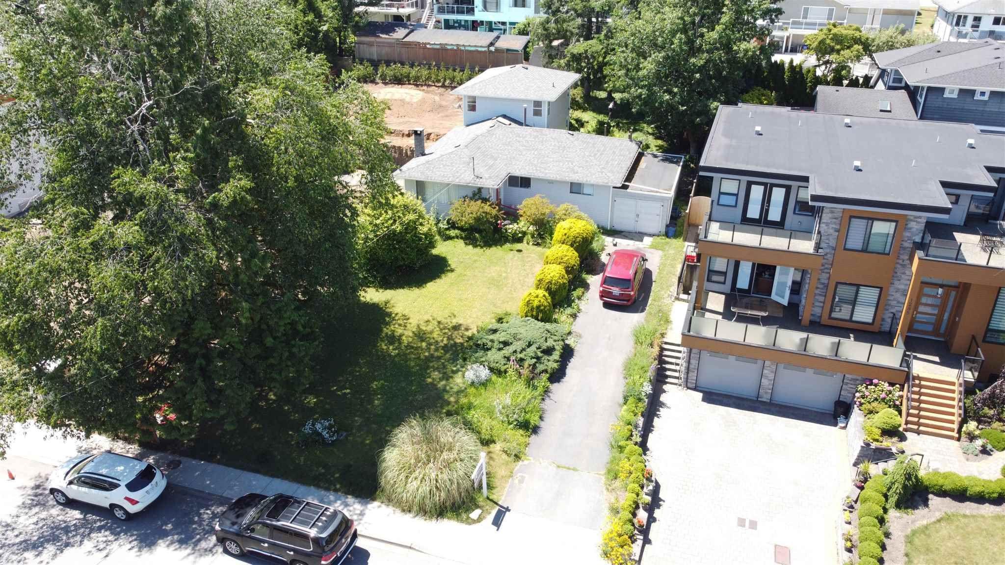 Main Photo: 1275 KENT Street: White Rock House for sale (South Surrey White Rock)  : MLS®# R2575494