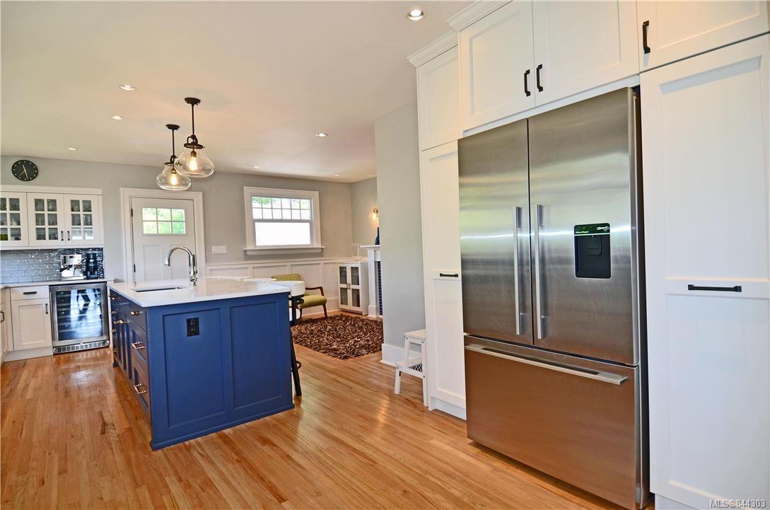 Photo 8: Photos: 2420 Nottingham Rd in Oak Bay: OB Estevan House for sale : MLS®# 844303