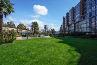 """Photo 3: 301 1470 PENNYFARTHING Drive in Vancouver: False Creek Condo for sale in """"Harbour Cove"""" (Vancouver West)  : MLS®# R2563951"""
