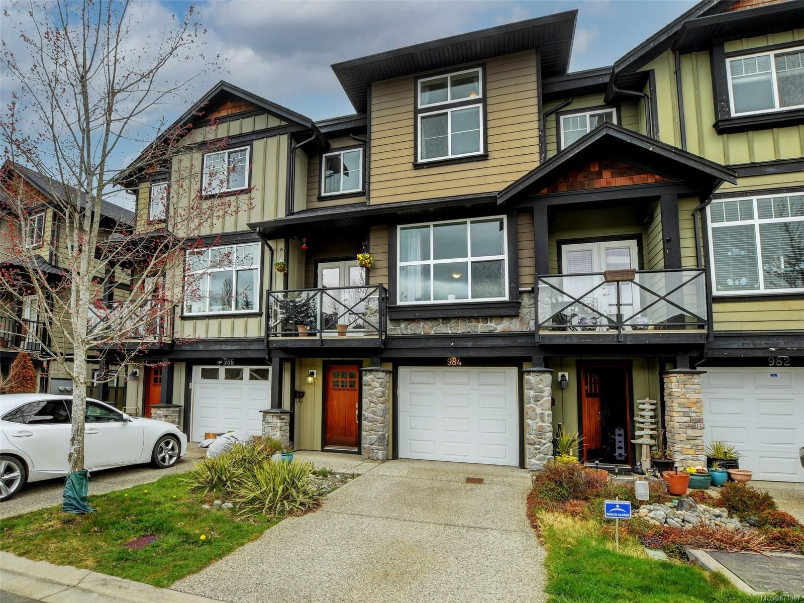 Main Photo: 984 Firehall Creek Rd in : La Walfred Row/Townhouse for sale (Langford)  : MLS®# 871867