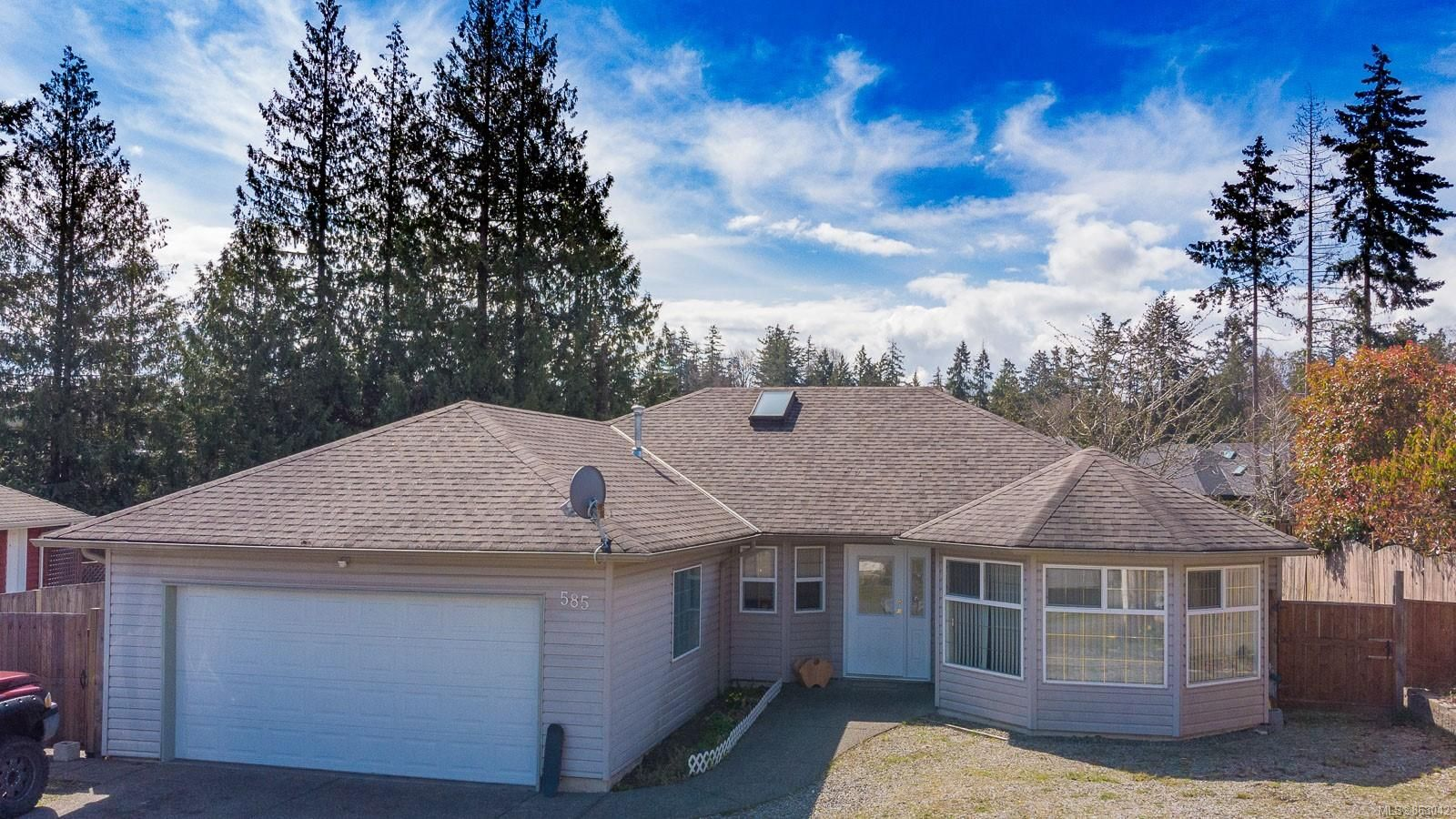 Main Photo: 585 Misner Way in : PQ French Creek House for sale (Parksville/Qualicum)  : MLS®# 863042