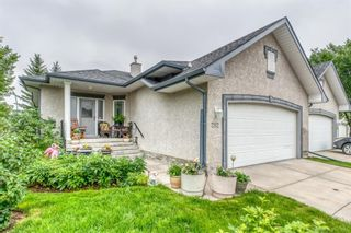 Photo 2: 252 Simcoe Place SW in Calgary: Signal Hill Semi Detached for sale : MLS®# A1131630