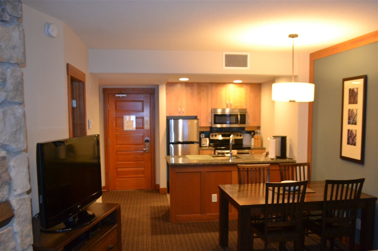 "Photo 3: Photos: 336 2036 LONDON Lane in Whistler: Whistler Creek Condo for sale in ""Legends"" : MLS®# R2501885"