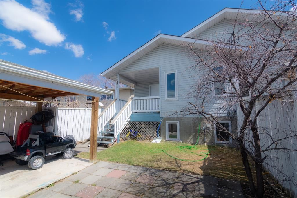 Main Photo: 1011 17A Street NE in Calgary: Mayland Heights Semi Detached for sale : MLS®# A1100061